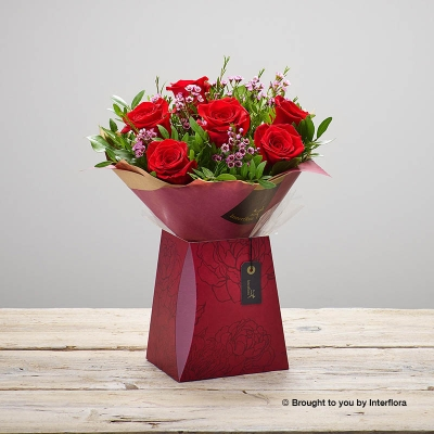 This is a beautiful mini version of the traditional Valentine's bouquet features six large headed red roses, Sandra's Florist will carefully hand-tied and beautifully presented the roses with Pink wax flower and complimenting foliage to make the very best impression. The dainty rose bouquet is gift-wrapped and presented in a gift box.