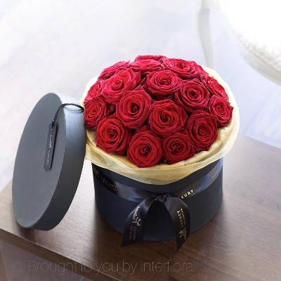 The breathtaking beauty of these premium quality Grand Prix roses makes for a wonderfully rich display. Set in chic hatbox lined with golden organza, Sandra's Florist will skilfully create this dome of the finest quality red roses. If you want to really impress this lavish hat box is sure to hit the mark, a stunning way to show your depth of feeling.