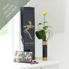 This simple gift is a great gift, with something for all the senses! We've chosen elegant bear grass and an aspidistra leaf as the perfect complement to a single long-stemmed yellow rose presented in a stylish black vase. Plus, this gift is carefully hand delivered by Sandra's Florist in a gift bag with a box of luxury Maison Fougère Belgian chocolates, an ideal as a treat for someone special.