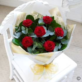 This chic, classic hand-tied showcases the very finest large headed red roses beautifully. It's a design that speaks more than words can. The roses are complemented perfectly with carefully selected foliage. Sandra's Florist, Holbury will complete the beautiful roses with elegant gift wrapping and ribbon to add a sophisticated finishing touch.